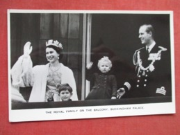 Royal Family On The Balcony Buckingham Palace    Ref   3605 - Royal Families