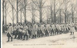 AN 814 /  C P A   -INDOCHINOIS- GUERRE 1914-1917 TIRAILLEURS INDOCHINOIS - LA MUSIQUE ET LA NOUBA - Militaria