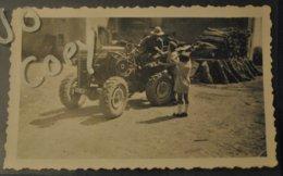 Photo Tracteur Immatricule En Moselle Avec Personnages - Photos