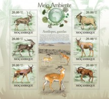 Mozambique, 2010. [moz10104] Antelopes & Gazelles ( Tragelaphus Buxtoni, Kobus Megaceros) (s\s+block) - Timbres