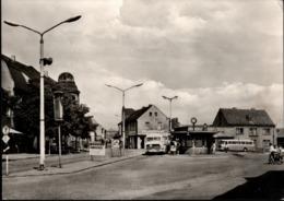 ! DDR Ansichtskarte  Aus Lauchhammer, Wilhelm Pieck Platz, Busbahnhof, 1970, Sonderstempel Pioniere - Lauchhammer
