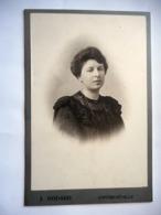 PHOTO GRAND CDV JEUNE FEMME ELEGANTE MODE Cabinet GODARD A CONTREXEVILLE - Anciennes (Av. 1900)