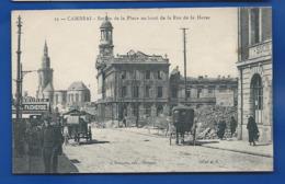 CAMBRAI     Entrée De La Place Au Bout De La Rue De La Herse    Animées - Cambrai