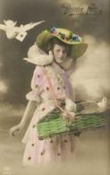 Portrait Jeune Fille Chapeau Colombes RV - Femmes