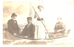 Studiofoto - Familie In Einem Boot Auf See - Zinnowitz 1915 Studioaufnahme Fotostudio Ostseebad - Fotografie