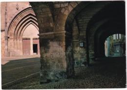 Gourdon En Quercy - Portail De L'église Et Vieilles Arcades De L'Hotel De Ville - (Lot) - Gourdon