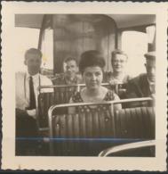 Familles Dans Un Autobus - Personnes Anonymes