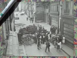 BARRICADE  LIBERATION DE PARIS GUERRE WW2 PHOTO DE PRESSE 24 X 18 Cm FFI PHOTO PRESSE LIBERATION - Guerre, Militaire