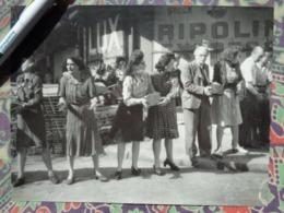 FEMMES BARRICADE LIBERATION DE PARIS GUERRE WW2 PHOTO DE PRESSE 24 X 18 Cm FFI PHOTO PRESSE LIBERATION - Guerre, Militaire