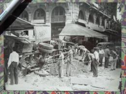 BOULEVARD SAINT-MICHEL BARRICADE LIBERATION DE PARIS GUERRE WW2 PHOTO DE PRESSE 24 X 18 Cm PHOTO PRESSE LIBERATION - Guerre, Militaire