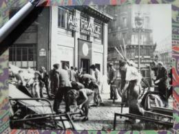 RUE DE MAUBEUGE AIR FRANCE LIBERATION DE PARIS GUERRE WW2 PHOTO DE PRESSE 24 X 18 Cm PHOTO PRESSE LIBERATION - Guerre, Militaire