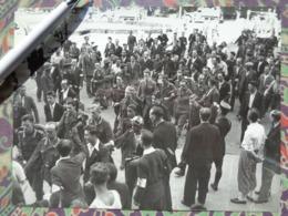 SOLDATS ALLEMANDS PRISONNIERS LIBERATION DE PARIS GUERRE WW2 PHOTO DE PRESSE 24 X 18 Cm PHOTO PRESSE LIBERATION - Guerre, Militaire