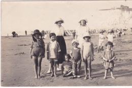 PHOTO- UNE FAMILLE A LA PLAGE - Photographie