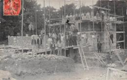 MACONS - CONSTRUCTION D'UN BATIMENT- OU MAISON  - CARTE-PHOTO A SITUER - Artisanat