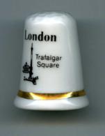 Dé à Coudre De Collection En Porcelaine - London - Trafalgar Square - Londres - Ditali Da Cucito