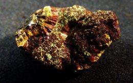 Eleonorite With Kidwellite On Matrix ( 2 X 1 X 1 Cm ) Indian Mnts. Cherokee Co.  Alabama - USA - Mineralen