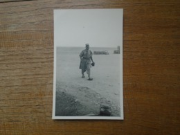 Lot De Photos Militaires Dans Les Années 60 Guerre Algérie + Pélicules Plusieurs Autres Photos Même Endroit + Lettre - Oorlog, Militair
