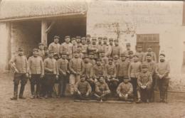 CARTE PHOTO:VOUNEUIL SOUS BIARD (86) MILITAIRES CAMPAGNE 1914-15 1er PELOTON DU 12eme ESCADRON..ÉCRITE - Vouneuil Sous Biard