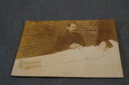 Ancienne Photo Carton  Mortuaire ( Enfant ) Originale , 17,5 Cm. Sur 12 Cm. - Photos