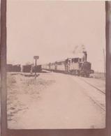 Photographie Anonyme Vintage Snapshot Train Locomotive Vapeur Rail - Trains