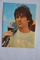 Hugues AUFRAY-dedicacee-format Carte Postale Mais Ce N'est Pas Une Carte Postale-voir Scan Du Dos - Music And Musicians