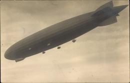 Photo Cp Schwebender Zeppelin, Blick Von Unten, Starrluftschiff - Avions