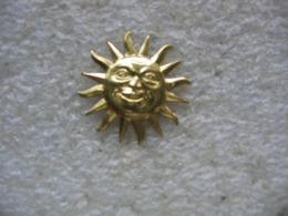 Pin's Du Soleil (15mm De Diametre) - Badges