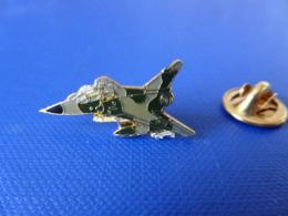 Pin's Avion De Chasse Mirage 2000 - Armée De L'air (Q27) - Avions