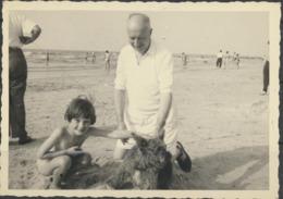 Homme Et Enfant Sur La Plage à Mariakerke 1955 Photos Originales - Anonyme Personen