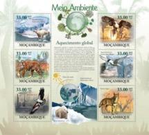 Mozambique, 2010. [moz10128] Global Warming (Animals & Birds) (s\s+block) - Briefmarken