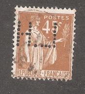 Perforé/perfin/lochung France No 282 L.H Librairie Hachette - Perforés