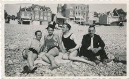 Snapshot Rare Original Havre 1932 Jean Marais Et Hommes Gay Interest Plage - Célébrités