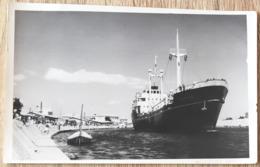 BATEAU CARGO LE SAUTERNES Années 50 PHOTO 140 X 90 Mm  2 SCANS - Cargos