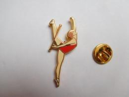 Superbe Pin's En Zamac , Gymnastique , Gym - Gymnastique