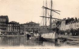 83 LA SEYNE UN COIN  DU PORT ANIMEE BATEAU BARQUES ATTELAGES SUR LE QUAI + CACHET 122E REGT TERRITORIAL AU DOS - La Seyne-sur-Mer