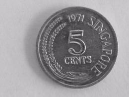VINTAGE  !  1971 SINGAPORE F.A.O. WHITE-SILVER METAL  5 CENT FISH COIN (SC-73) - Singapur