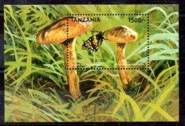 Tanzania Hoja Bloque Nº Yvert 396 ** SETAS (MUSHROOMS) - Tanzania (1964-...)