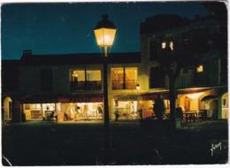 Port-Grimaud - La Nuit, Place Des Six-canons - (Var) - Port Grimaud