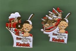 EURO DISNEY *** KODAK *** Lot De 2 Pin's Differents *** 1045 (22) - Disney