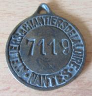 France - Médaille Des Ateliers & Chantiers De La Loire - Nantes - N°7119 - Bronze - Diam : 42 Mm - Poids : 34,5 Gr - Professionnels / De Société