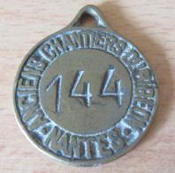 France - Médaille Des Anciens Chantiers Dubigeon - Nantes - N°144 - Bronze - Diam : 40 Mm - Poids : 36,2 Gr - Professionnels / De Société