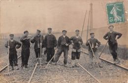 Carte Photo à La Gare Ferroviaire De Moulin Galant à Corbeil-Essonnes : Cheminots Au Travail Sur Chemin De Fer En 1911 - Corbeil Essonnes