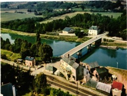 44 .. BESLE .. VUE AERIENNE ... LE PORT .. PASSAGE A NIVEAU .. LIGNE FERROVIAIRE RENNES . REDON - France