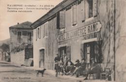 CPA:VALGORGE (07) PERSONNES EN TERRASSE CAFÉ HÔTEL DU COMMERCE RANC CENTRE TOURISTIQUE..ÉCRITE - Francia