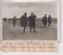 GRAND PRIX D'ANJOU M BESNARD SOUS SECRÉTAIRE D'ETAT VISITE LES HANGARS   18*13CM Maurice-Louis BRANGER PARÍS (1874-1950) - Aviación
