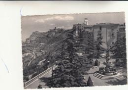 Enna, Palazzo Del Governo, Il Castello Di Lombardia E La Rupe Di Cerere Visti Dal Belvedere. Cartolina Viaggiata 1953 - Enna