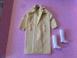 ORIGINAL BARBIE VINTAGE CLOTH #949 Rain Coat With Boots 1963 - Barbie