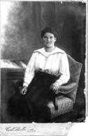 Frau Auf Stuhl - Kabinettfoto Von Carl Stallechner Trostberg Ca 1895-1900 - Fotografie