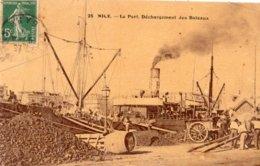 NICE LE PORT DECHARGEMENT DES BATEAUX (CARTE GLACEE) - Transport (sea) - Harbour