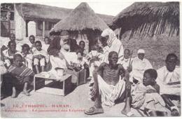 ETHIOPIE, HARAR - La Léproserie, Missionnaires Capucins Français - Le Pansement Des Lépreux - Ethiopie